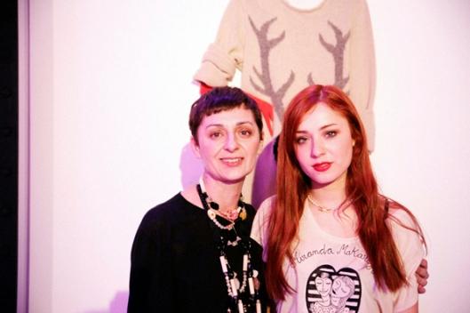 Lydia Delgado y su hija Miranda vestida con una prenda de su colección M.M para L.D