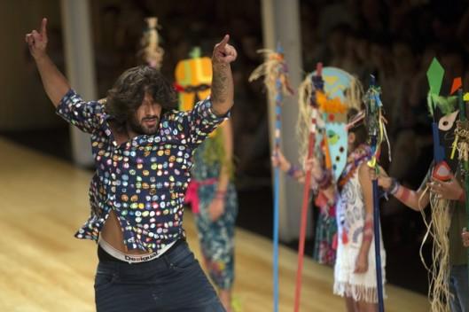 El bailaor Rafael Amargo durante el desfile de Desigual celebrado esta tarde en la pasarela 080 de Barcelona. EFE/Alejandro García